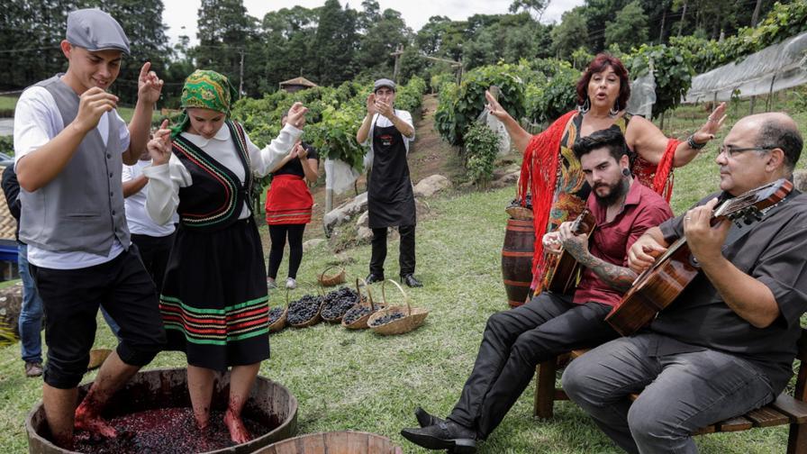<p><strong>&quot;Виното на мъртвите&quot;</strong> - една уникална стара традиция</p>