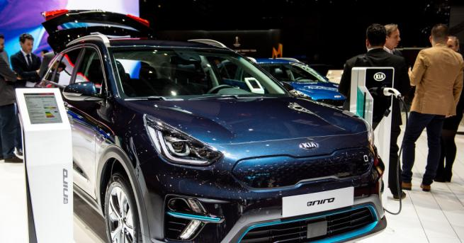 Южнокорейските производители на автомобили и техника преустановиха производството в заводите