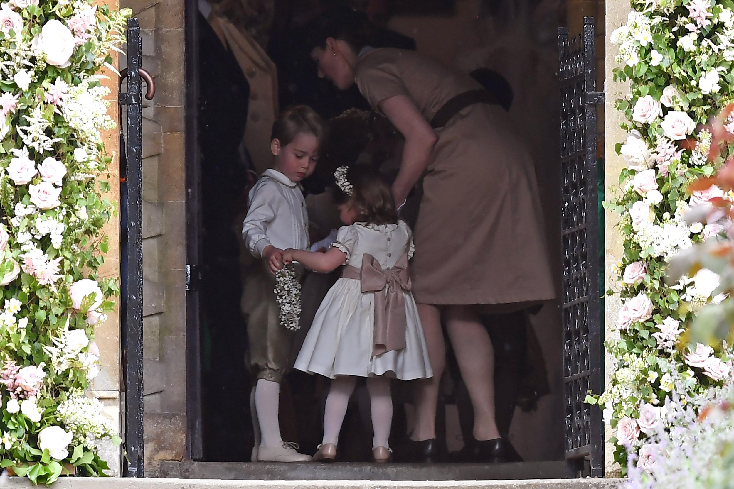 """Бавачка бодигард.<br /> Бавачка трябва да може да защити себе си и бебето за което се грижи, затова момичетата в колежа """"Норланд"""" вземат уроци по самозащита, които се преподават от бивши офицери на военното разузнаване. По време на последния курс на тяхното тригодишно обучение, момичетата също се обучават как да оказват първа медицинска помощ."""