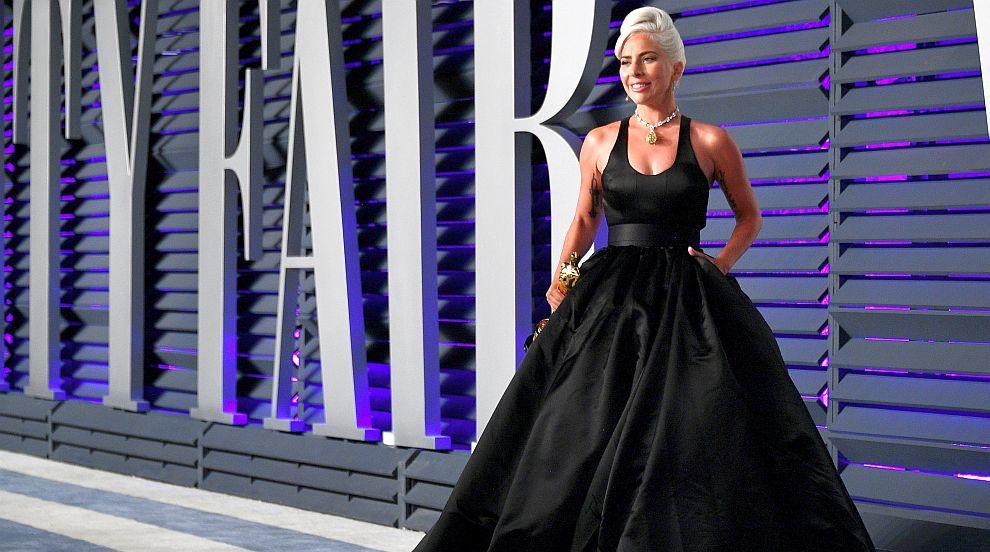 Лейди Гага: Чули сте слухове, че съм бременна? Да, бременна съм, с #LG6