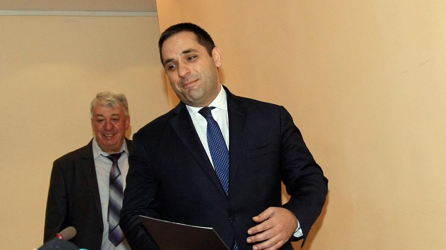 Министърът на икономиката Емил Караниколов и Симо Симов от Националното сдружение на търговци и превозвачи на горива (НСТПГ) дадоха брифинг в Министерство но икономиката