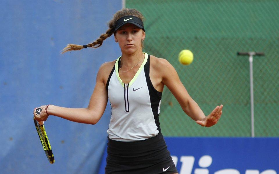 Гергана Топалова отпусна само три гейма на старта в Анталия