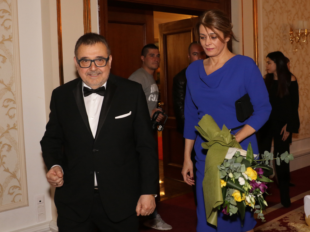 Г-жа Радева бе поканена и посрещната лично от председателя на Академията за мода проф. Любомир Стойков.