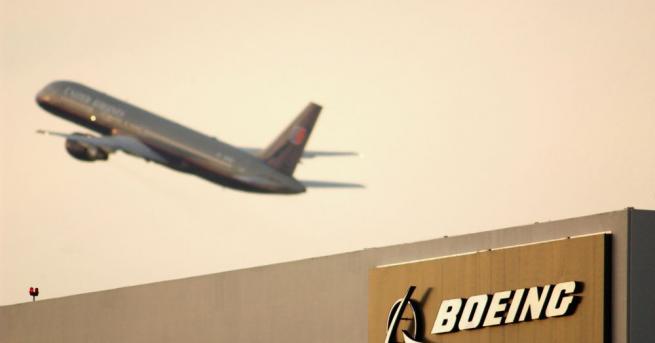Американският самолетостроител Боинг (Boeing) обяви, че спира доставките на самолети