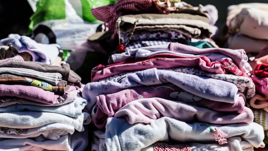 <p>Хиляди облекла с лого на световни марки бяха иззети на митницата</p>
