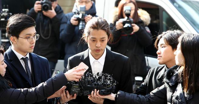 Южнокорейският поп изпълнител Джунг Джун-Юн бе задържан по обвинения, че