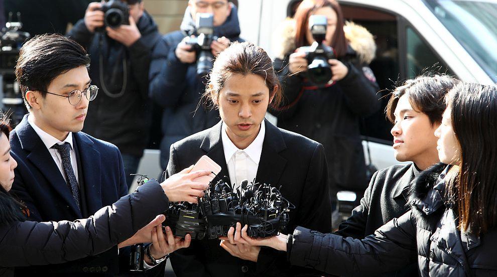 Секс скандалът в Южна Корея се разраства: Арестуваха още един певец
