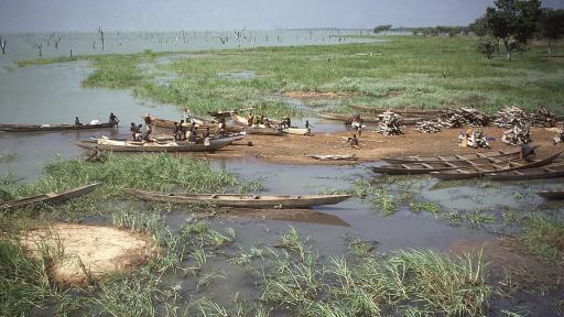 """Рибари в езерото """"Волта"""", Гана"""