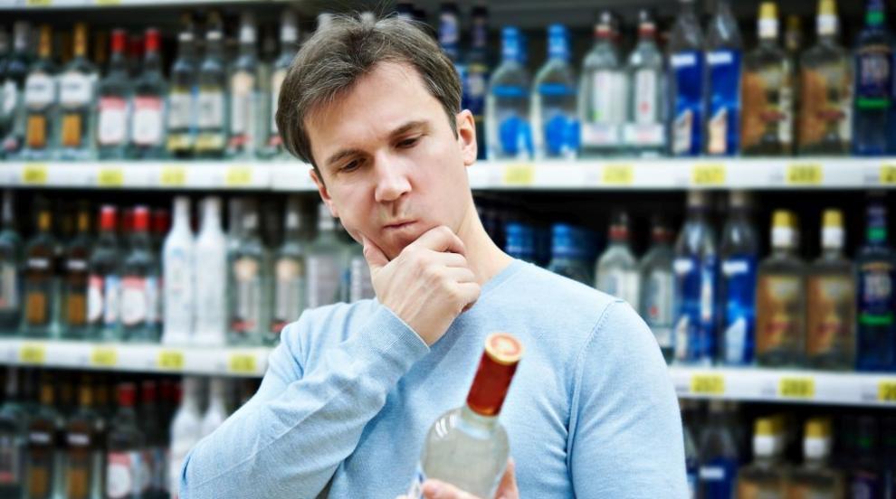 Хиляди литри незаконен алкохол в складове на митниците