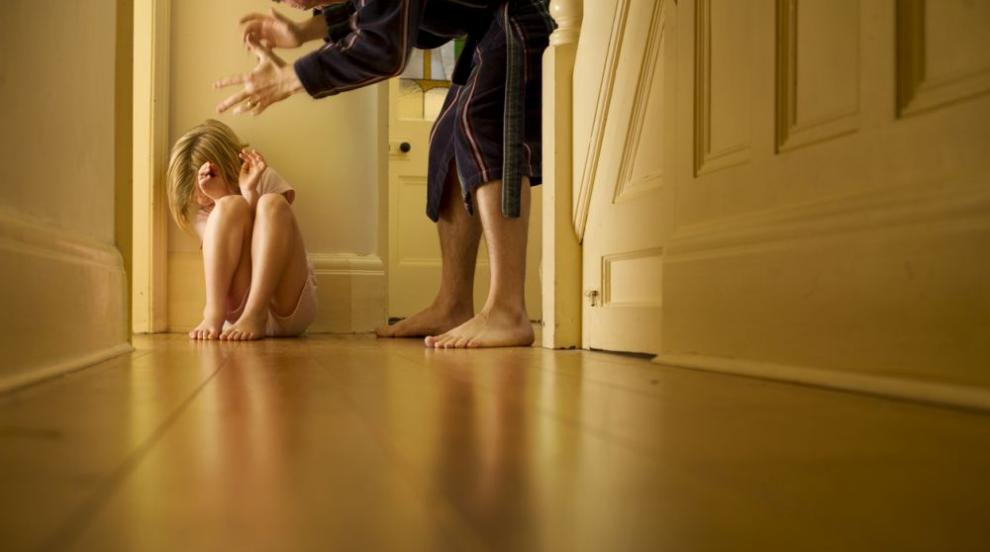 Условна присъда за баща, блудствал с дъщеря си