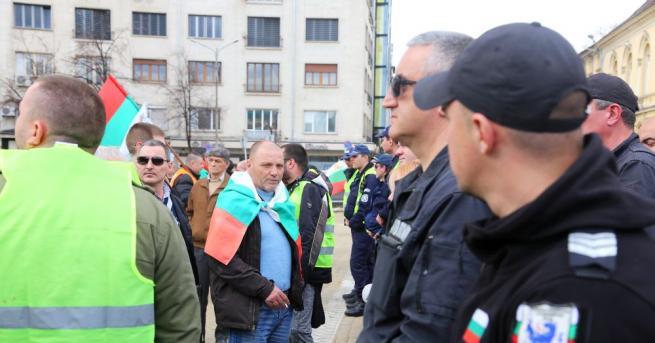 Протест причини хаос в центъра на София.  Шествието започна