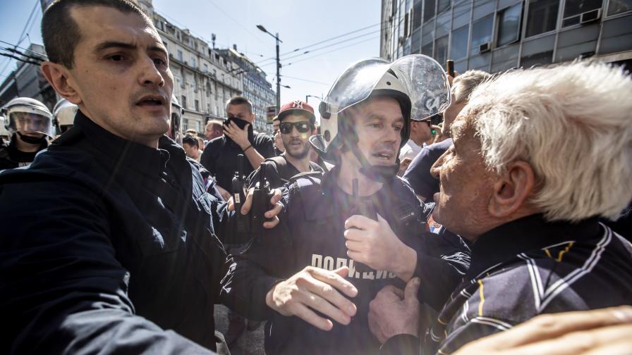 Напрежение в Сърбия, протести и блокади...