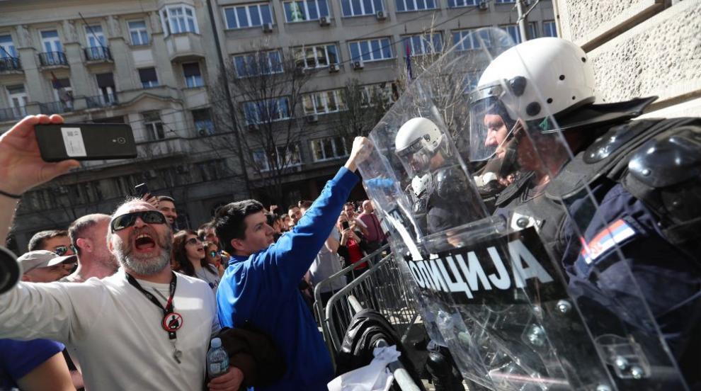 Хиляди протестираха в Белград (ВИДЕО)