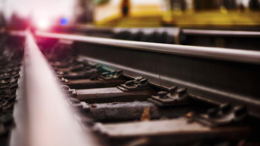 Товарен влак дерайлира на ЖП гара Калояновец