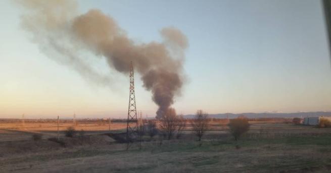 Голям пожар се разгоря този следобед в Световрачене, предаде БГНЕС,