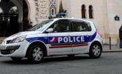 Атака във Франция, въоръжен държи заложници