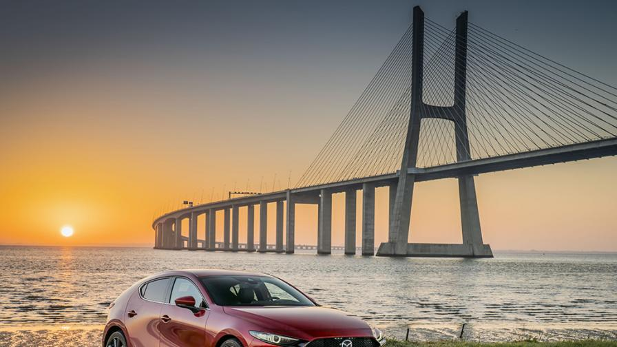 Зад волана на Mazda 3