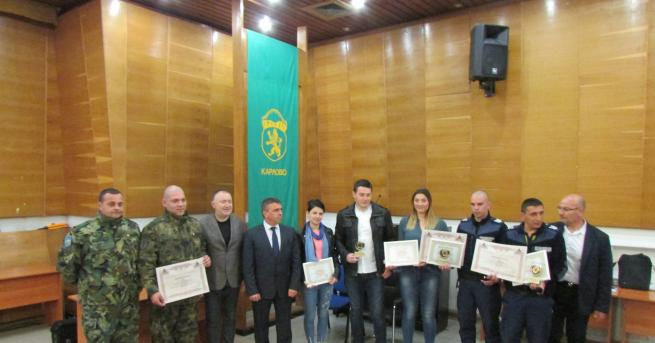 Шестима души, спасили детски живот, бяха наградени в Карлово. Отличията