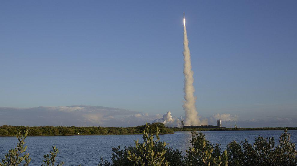 """Планът на НАСА да вземе проба от астероида Бену """"удари на камък"""""""