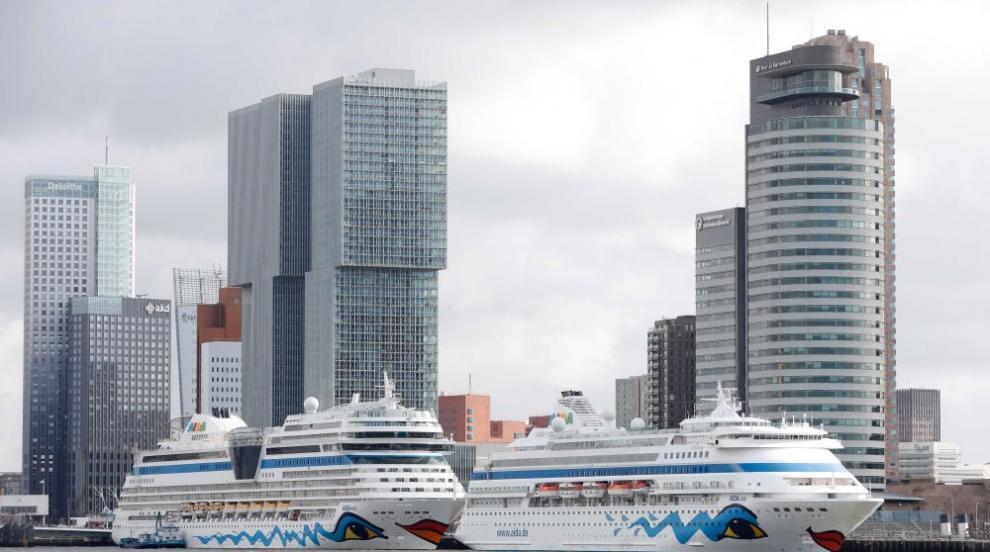 Круизен кораб се удари в товарен съд в холандска река