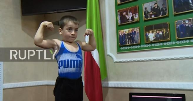 Шестгодишният Рахим Куриев от Чечения отново постави световен рекорд, като