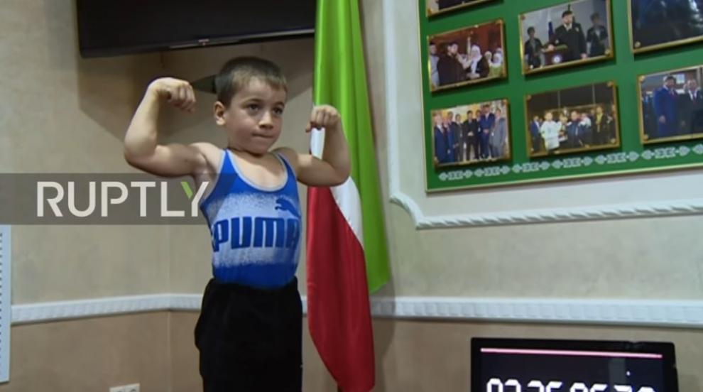 Шестгодишен постави световен рекорд по лицеви опори на успоредка