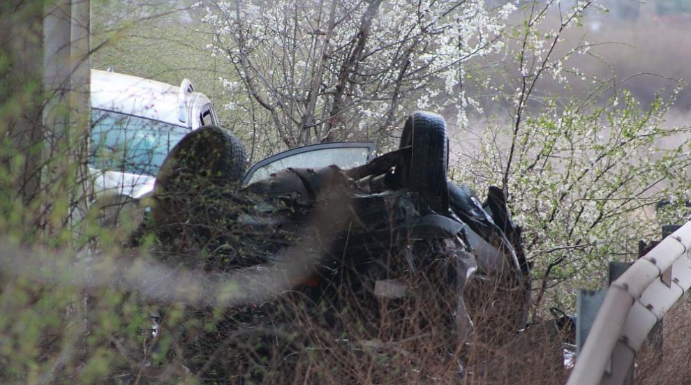 Жена загина при тежка катастрофа край Казанлък (СНИМКИ)