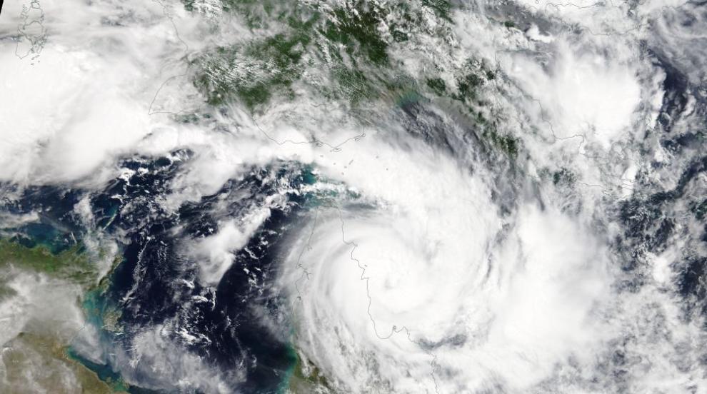 "Девет жертви взе циклонът ""Белна"" в Мадагаскар (СНИМКИ/ВИДЕО)"