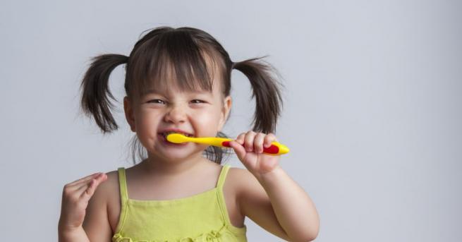 Поникването на детските зъби може да е както лек период,