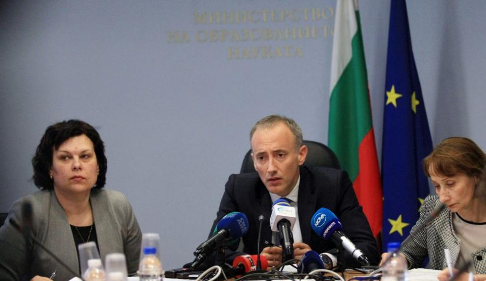 Министърът на образованието и науката Красимир Вълчев и заместникът му Таня Михайлова представиха проекта за субсидиран прием на първокурсници в държавните университети