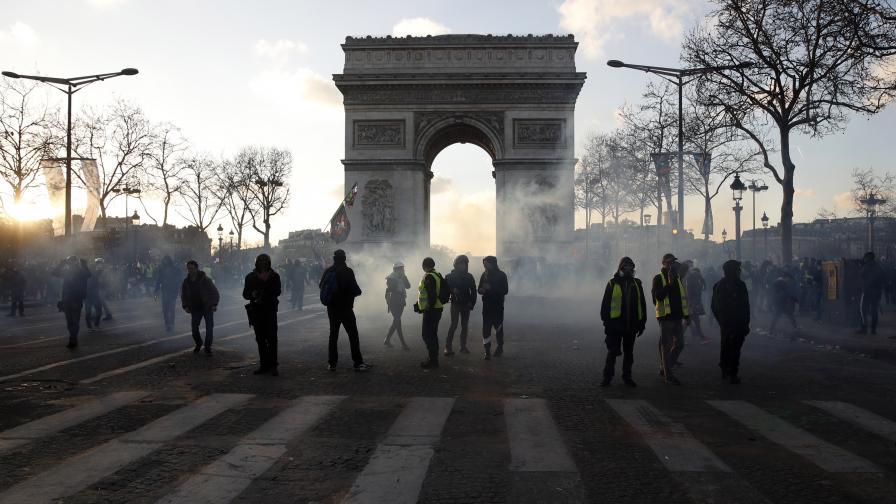 "<p>Париж забранява<strong> ""жълти жилетки""</strong> по ""Шанз Елизе""</p>"