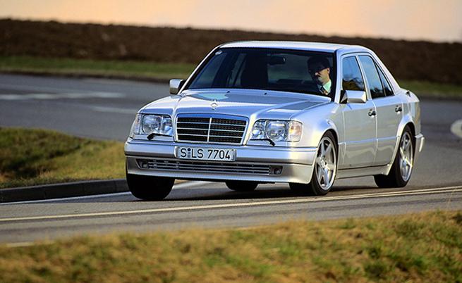 Цената на 500 Е била около 135 000 германски марки, което го вкарвало в територията на S-Class.