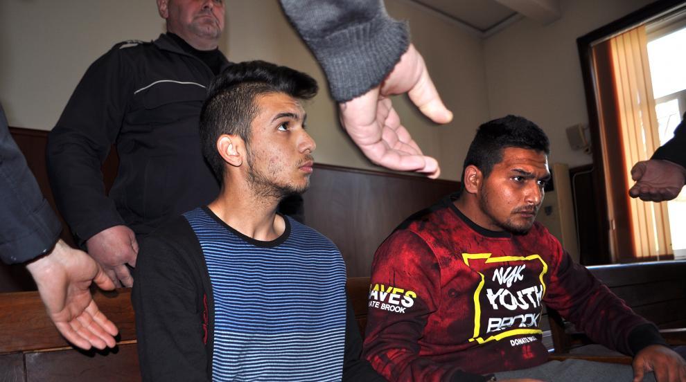 Оставиха в ареста обвинените за убийството в Харманли