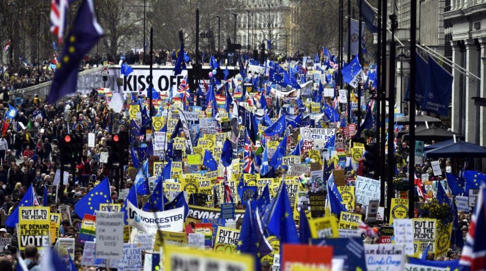 Многохиляден протест в Лондон с искане за оставане в ЕС (СНИМКИ)