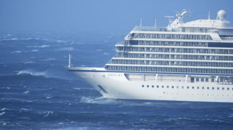 Рестартираха част от двигателите на авариралия край Норвегия круизен кораб