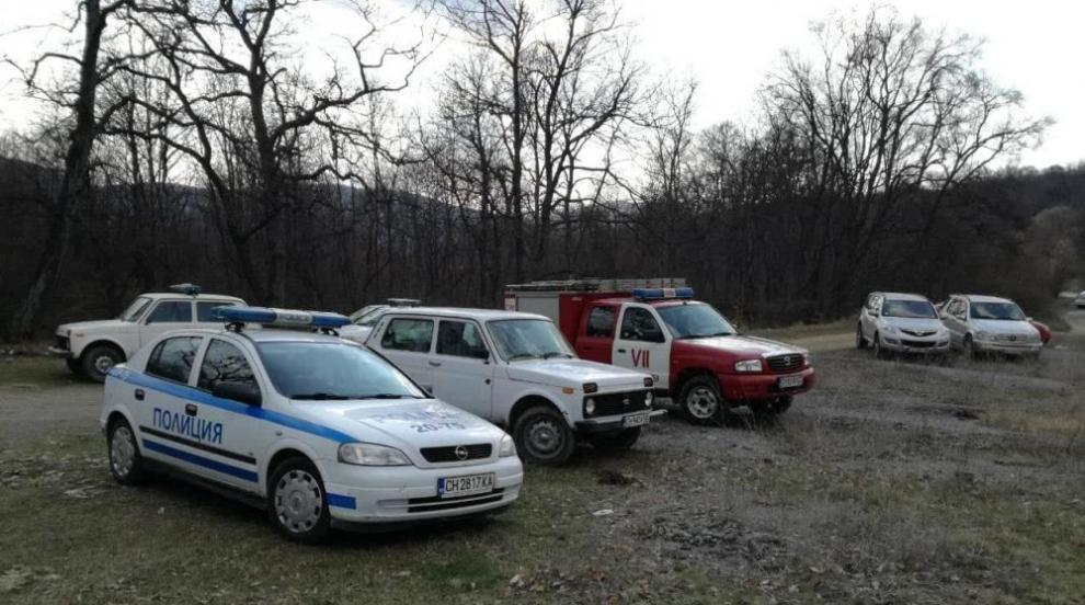 Дете се изгуби в гора край Сливен, полицаи го откриха за часове (СНИМКИ)