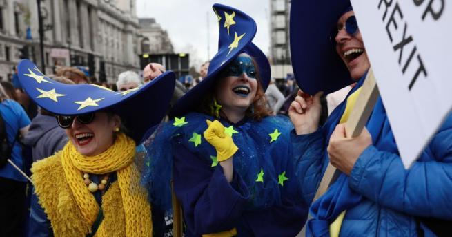 Стотици хиляди проевропейски настроени британци от всички краища на Обединеното