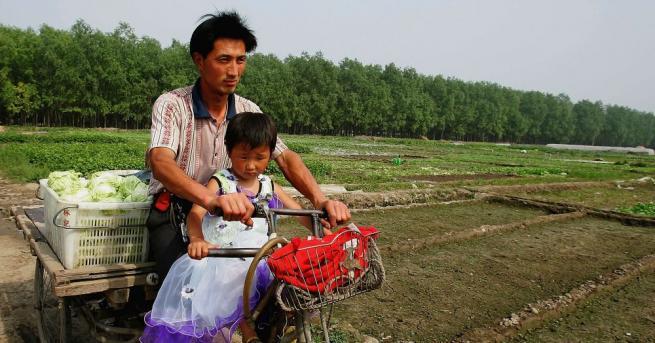 Мъж в Югозападен Китай е арестуван за продажбата на дъщеря