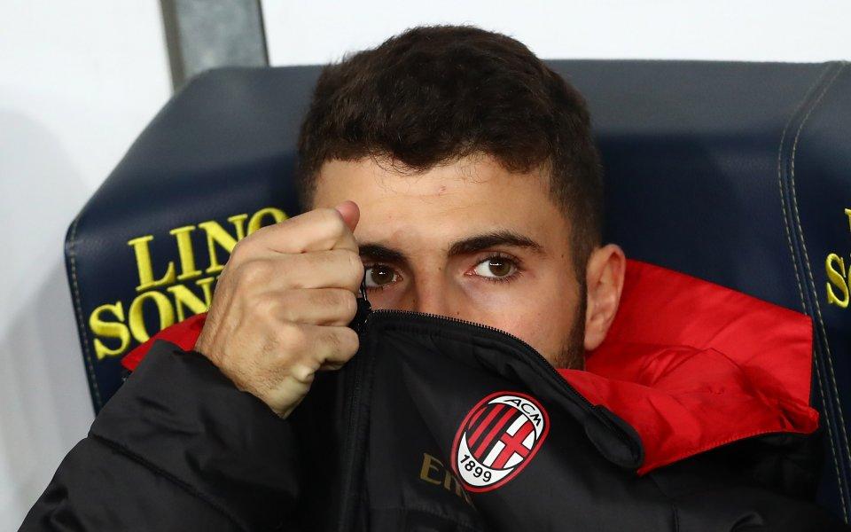 Нападател на Милан на крачка от Премиършип