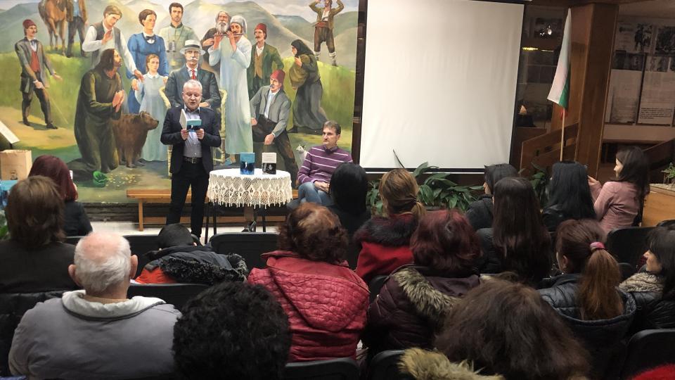 Читатели от цялата страна срещат любовта в поезията и прозата на Добромир Банев