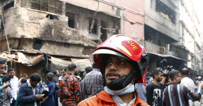 Пожар избухна в офис сграда в столицата на Бангладеш Дака,