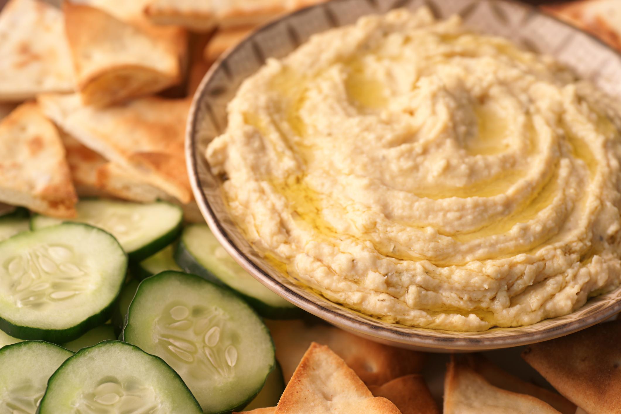 Лесен е за направа и консумация- хумусът може да се направи и консумира по много начини. Трябват ви само съставките и блендер!
