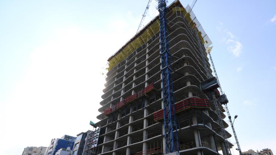 <p>&quot;Артекс&quot; спира строителството на небостъргача &quot;Златен век&quot;</p>