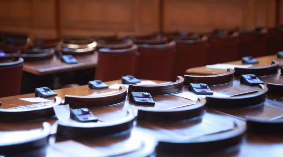 Много въпроси и важни гласувания очакват депутатите в петъчния...