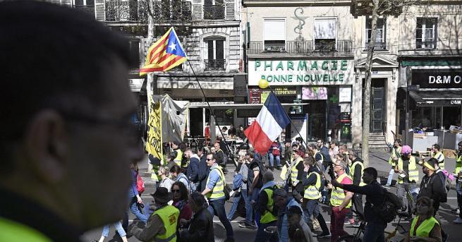 """Снимка: Над 27 000 души се включили в съботните протести на френските """"жълти жилетки"""""""