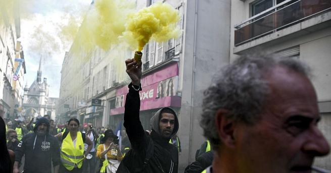 Френският вътрешен министър Кристоф Кастанер каза, че при вчерашните протести