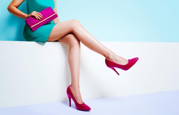 Женствен и удобен – ярки цветове, женствени модели, повече бижута -