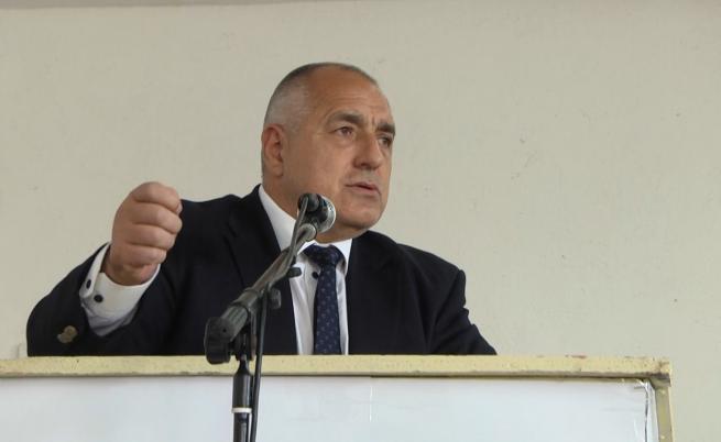 Премиерът обеща близо 2 млн. лв. на тютюнопроизводители