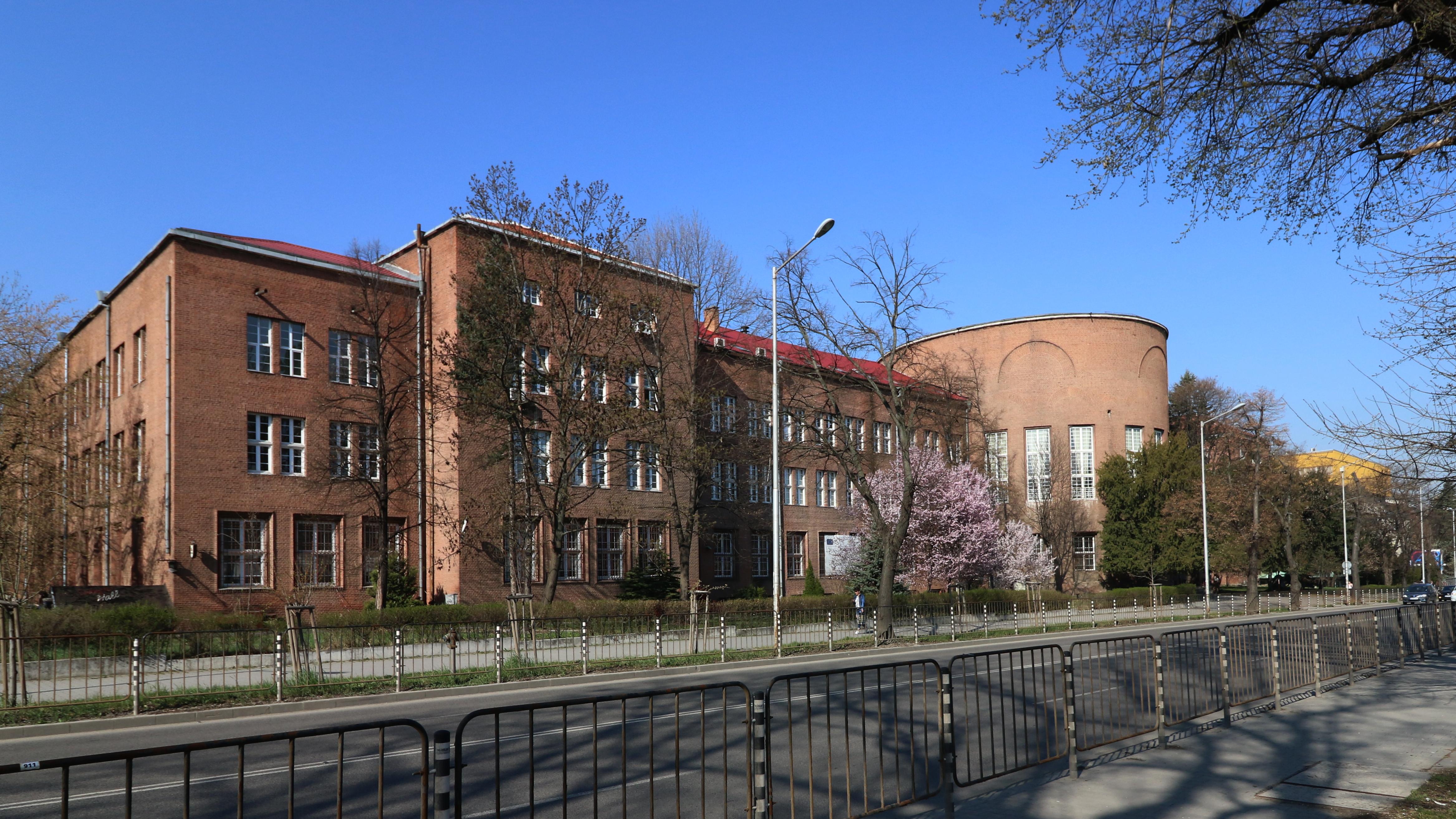 През 1928 г. е обявен конкурс за сграда на Агрономическия факултет на СУ (Биологически). Не е присъдена първа награда, а на второ място е класиран немския проф. Херман Бухер. Той възлага изпълнението на арх. Георги Овчаров. През следващите години Георги Овчаров изгражда редица сгради в цялата страна. През 1949 г. успява за кратки срокове да проектира Мавзолея на Георги Димитров[1], заедно с Рачо Рибаров и Иван Данчов.През 1928 г. е обявен конкурс за сграда на Агрономическия факултет на СУ. Не е присъдена първа награда, а на второ място е класиран немския проф. Херман Бухер. Той възлага изпълнението на арх. Георги Овчаров. През следващите години Георги Овчаров изгражда редица сгради в цялата страна. През 1949 г. успява за кратки срокове да проектира Мавзолея на Георги Димитров, заедно с Рачо Рибаров и Иван Данчов.