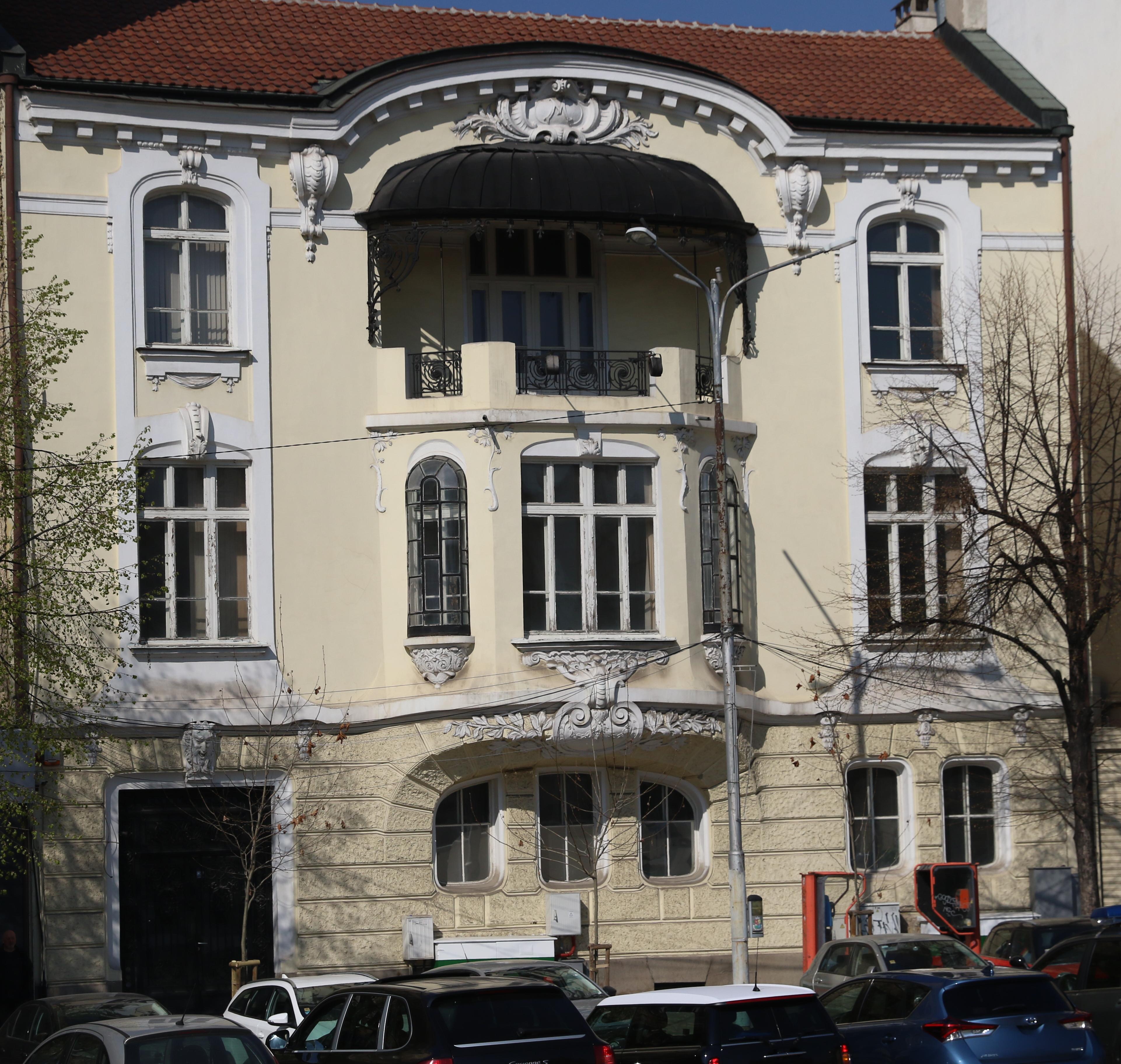 """Къща на д-р Димитър Моллов, София, пл. """"Народно събрание"""" №11 (1909), построена от арх. Никола Лазаров."""